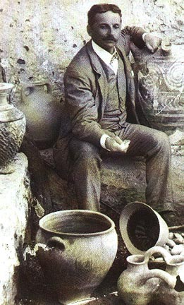 Sir Arthur John Evans and the excavation in Knossos